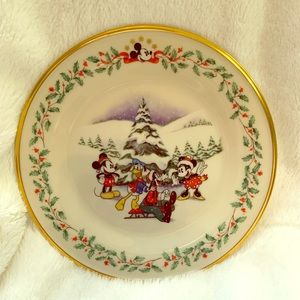 Vintage Disney Lenox Christmas Holiday Plate